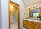 Upstairs Master Queen Bathroom-Maury Mtn 32