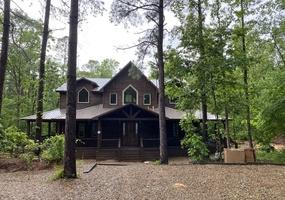 Rustic Creek Lodge